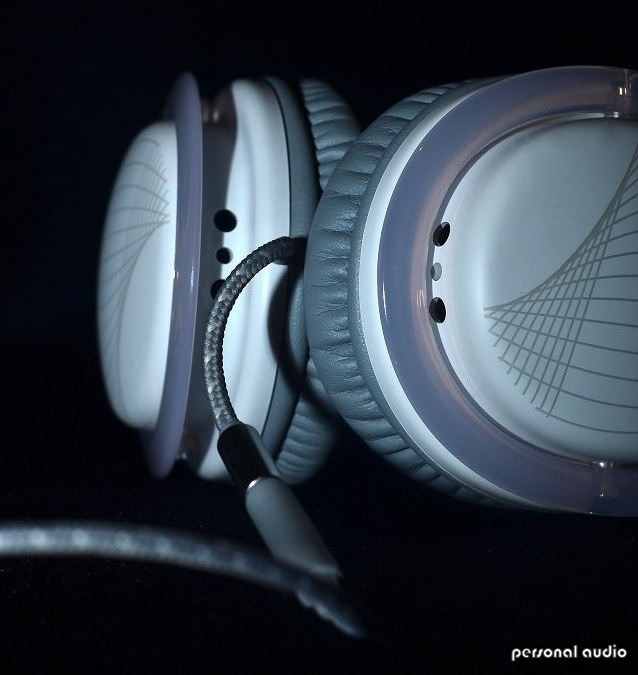 Наушнкии Philips SHO9561/10 O'Neill крупным планом