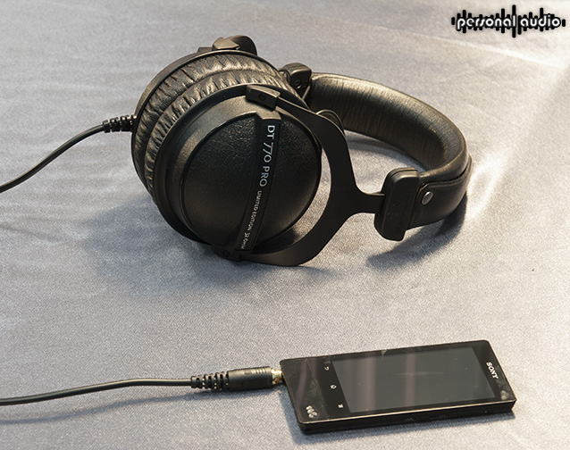 Плеер Sony NWZ-F806 Walkman и наушники Beyerdynamic DT 770 PRO / 32 Ohm Limited Edition
